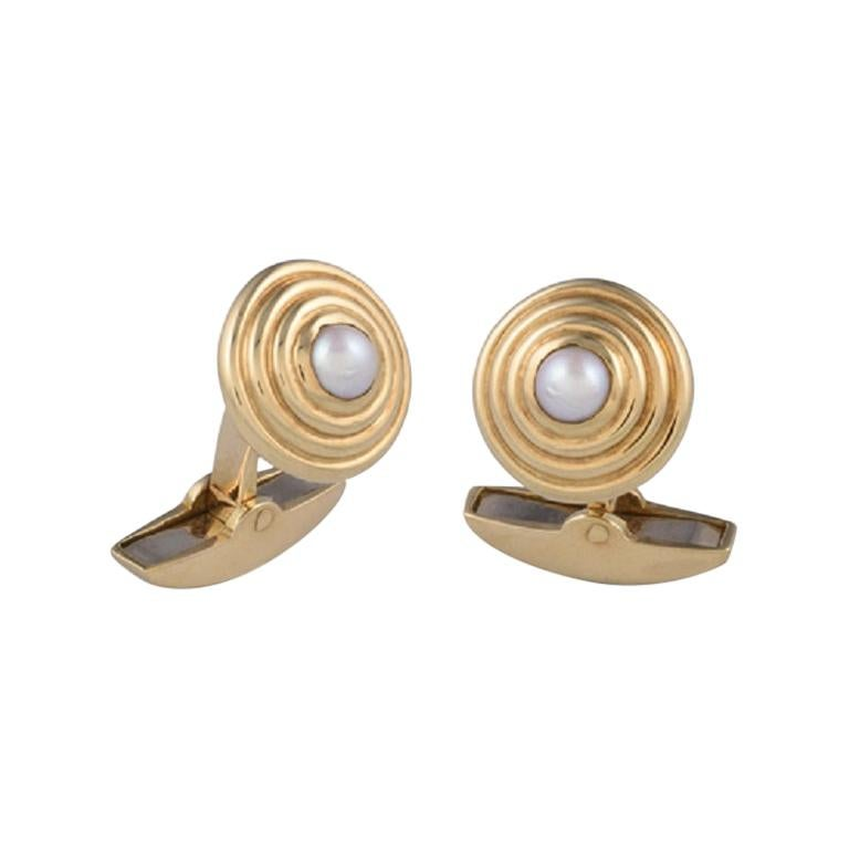 Deakin & Francis 18 Karat Gold Round Cufflinks with Fresh Water Pearl Centre For Sale