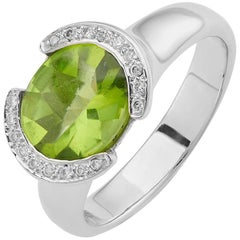 Deakin & Francis 18 Karat White Gold Peridot Ring with Diamond Shoulder Detail
