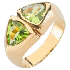 Deakin & Francis 18 Karat Yellow Gold Trillion Cut Peridot Ring