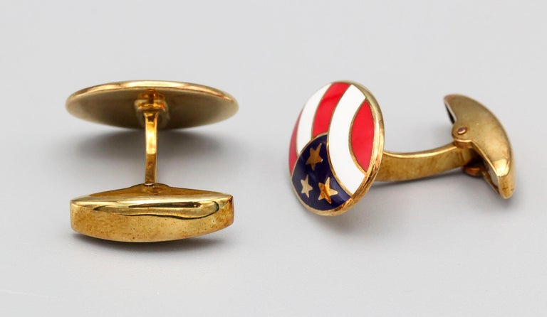 Deakin & Francis Enamel and 18 Karat Yellow Gold Stars and Stripes Cufflinks In Excellent Condition For Sale In New York, NY
