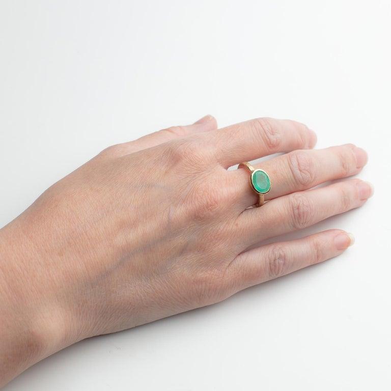 Contemporary Deborah Murdoch 18 Karat Yellow Gold Oval 2.14ct Green Emerald Ring For Sale