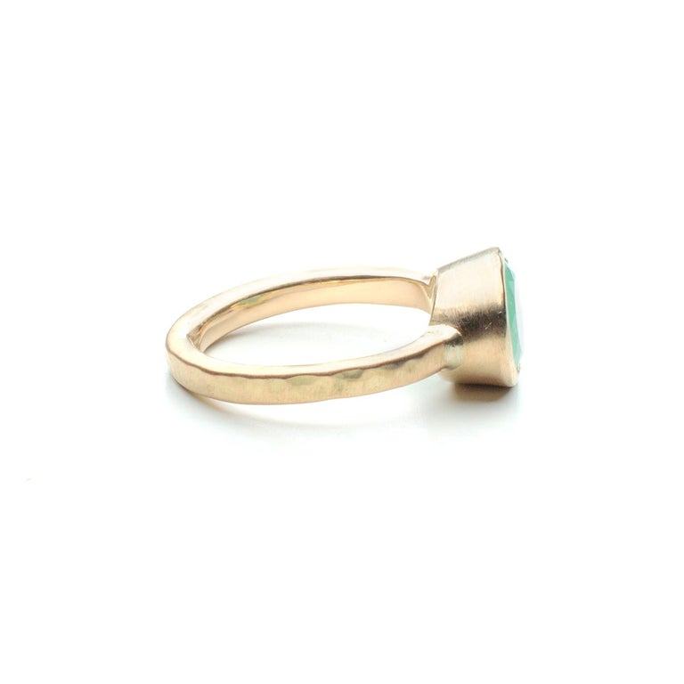 Women's Deborah Murdoch 18 Karat Yellow Gold Oval 2.14ct Green Emerald Ring For Sale