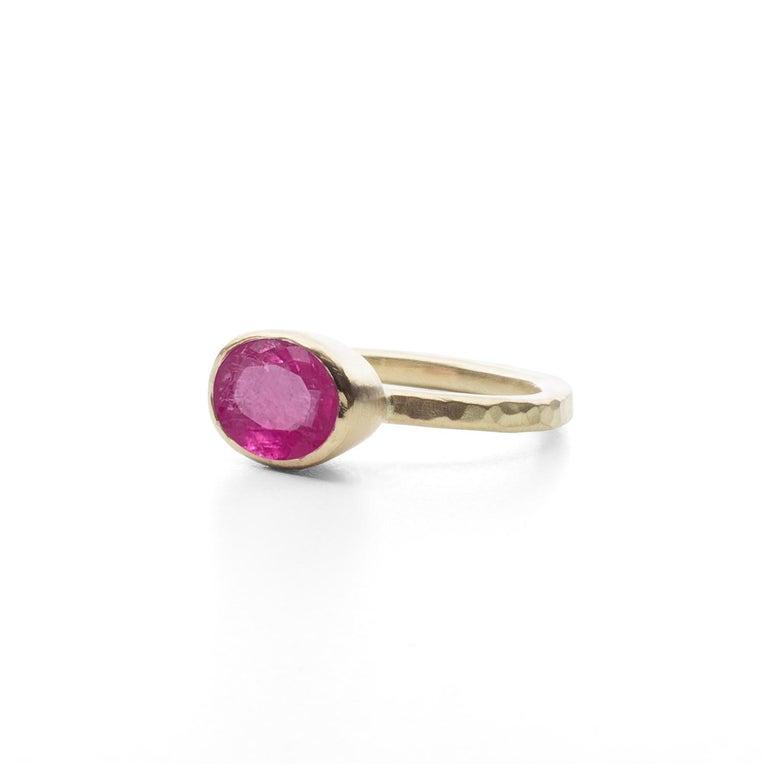 Contemporary Deborah Murdoch 18 Karat Yellow Gold Oval 2.59ct Pink Tourmaline Cocktail Ring For Sale