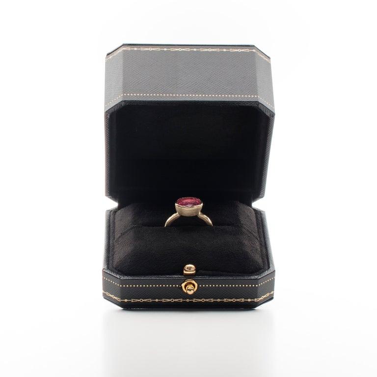 Women's Deborah Murdoch 18 Karat Yellow Gold Oval 2.59ct Pink Tourmaline Cocktail Ring For Sale