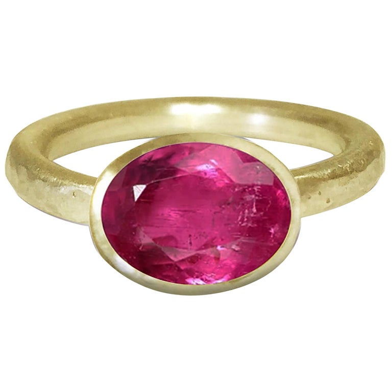 Deborah Murdoch 18 Karat Yellow Gold Oval Pink Tourmaline Cocktail Ring For Sale