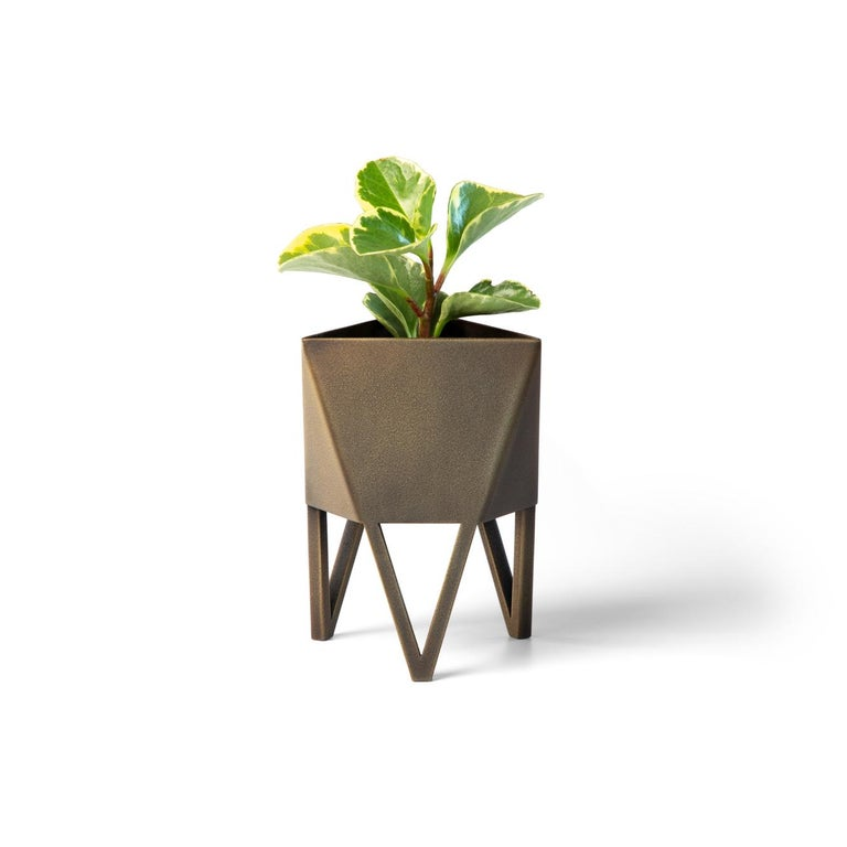 Large Deca Planter in Glossy White by Force/Collide, Indoor/Outdoor Steel For Sale 8