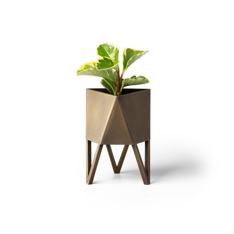 Medium Deca Planter, Maroon, Steel, Indoor/Outdoor, Powder Coated, Force/Collide In New Condition For Sale In Seattle, WA