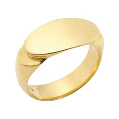 The Deco Signet Ring in 18 Karat Gold
