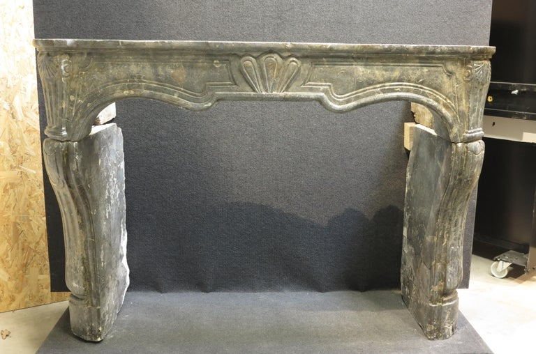 new style 5c588 29c12 Decorative Fireplace Mantel in the Style of Louis XV