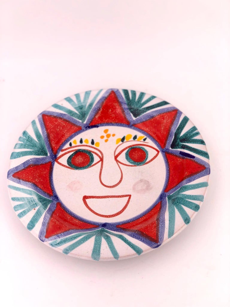 Beautiful design on these ceramic plate, highly collectible plate by DeSimone, circa 1960s, made in Italy, great condition no chips or cracks very light wear. Signed and numbered.