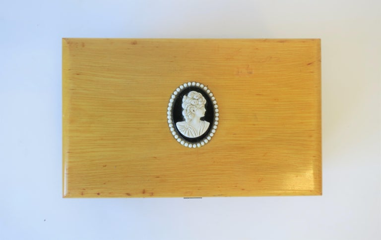 Decorative or Jewelry Box with Black and White Cameo Design For Sale 2