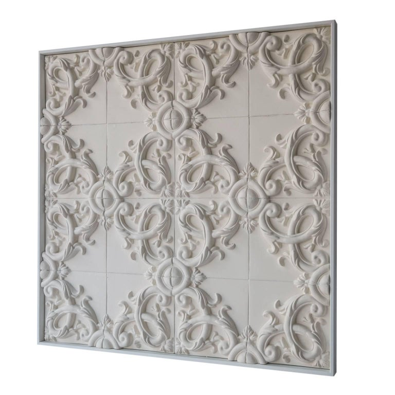 This elegant panel in three-dimensional baroque ceramic whit floral decor is handmade in Italy by highly-skilled artisans. From the search of the Bevilacqua brothers, sons of art, ceramists for tradition and passion, the floral decoration typical of