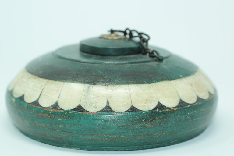 20th Century Decorative Round Opium Container Box Inlaid with White Bone and Brass For Sale
