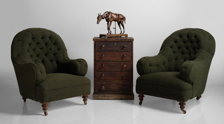 Deep Buttoned Armchairs, England, circa 1860 For Sale 3