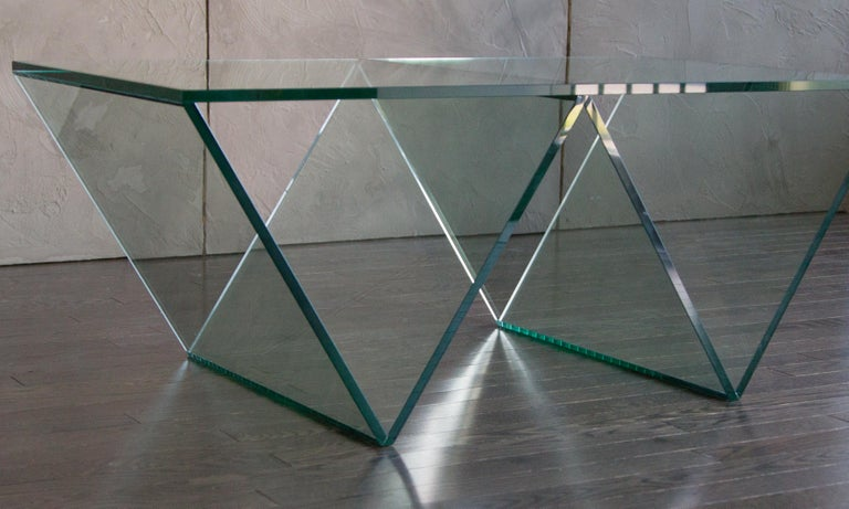 Minimalist Del Mar Coffee Table in Clear Glass by Mtharu For Sale