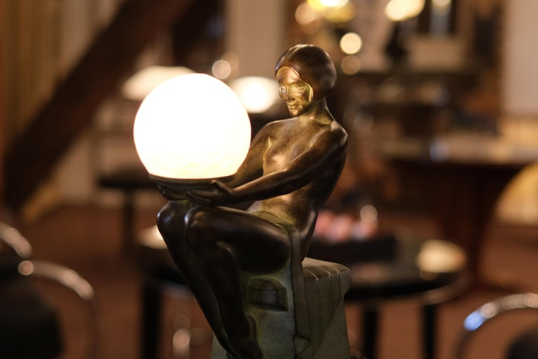 """""""Delassement Lumineux"""" table lamp  Beautiful sitting lady  Original """"Max Le Verrier"""", signed Designed in France during the roaring 1920s by """"Max Le Verrier"""" (1891-1973) Art Deco style, France   Table lamp, sculpture made in """"Régule"""" (spelter)  Socle"""