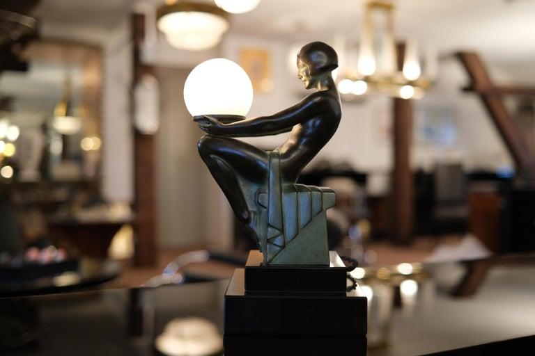 Delassement Lumineux French Art Deco Sculpture Lamp by Max Le Verrier In Good Condition For Sale In Baden-Baden, DE