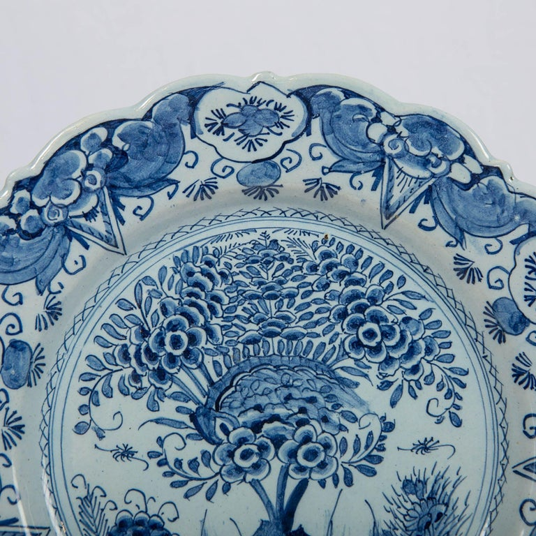 Delft Blue and White Charger Hand Painted Made by De Bijl 'The Axe', circa 1770 In Excellent Condition For Sale In New York, NY