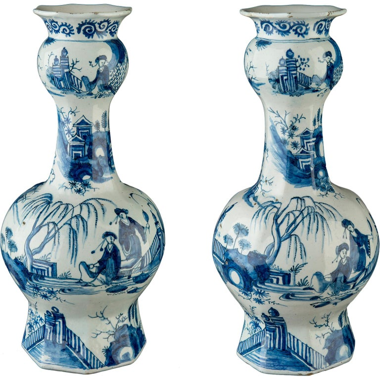 Delft, Pair of Blue and White Garlic-Head Bottle Vases, circa 1700 For Sale