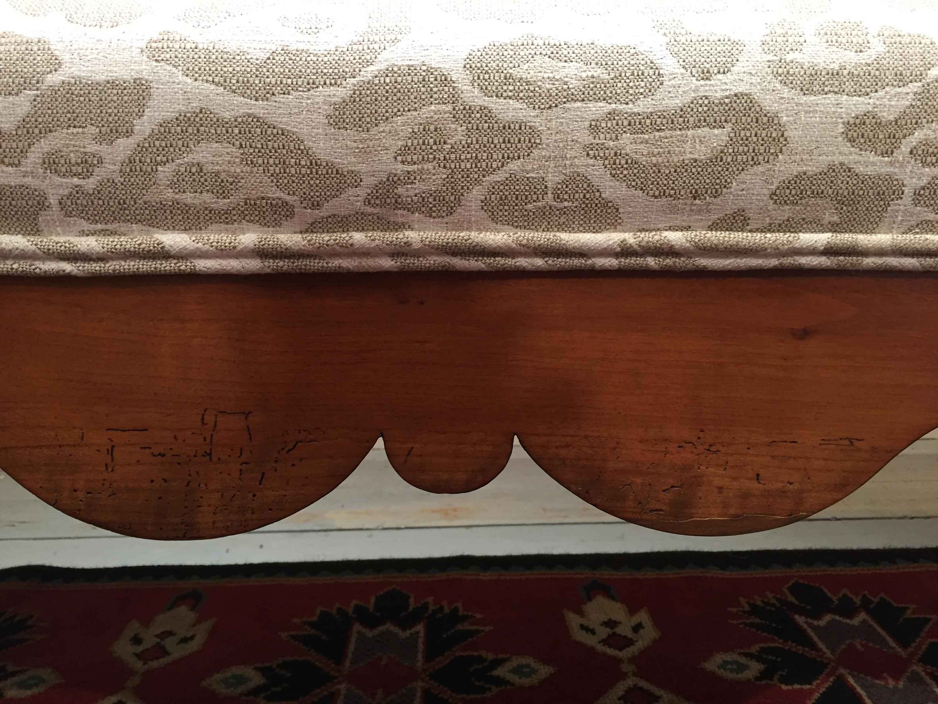 Awesome Delightful 6 Foot Long Antique Scalloped Wood Bench With Uwap Interior Chair Design Uwaporg