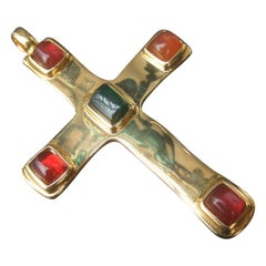 Dellio Large Gilt Metal Poured Resin Cross Pendant Necklace c 1980s