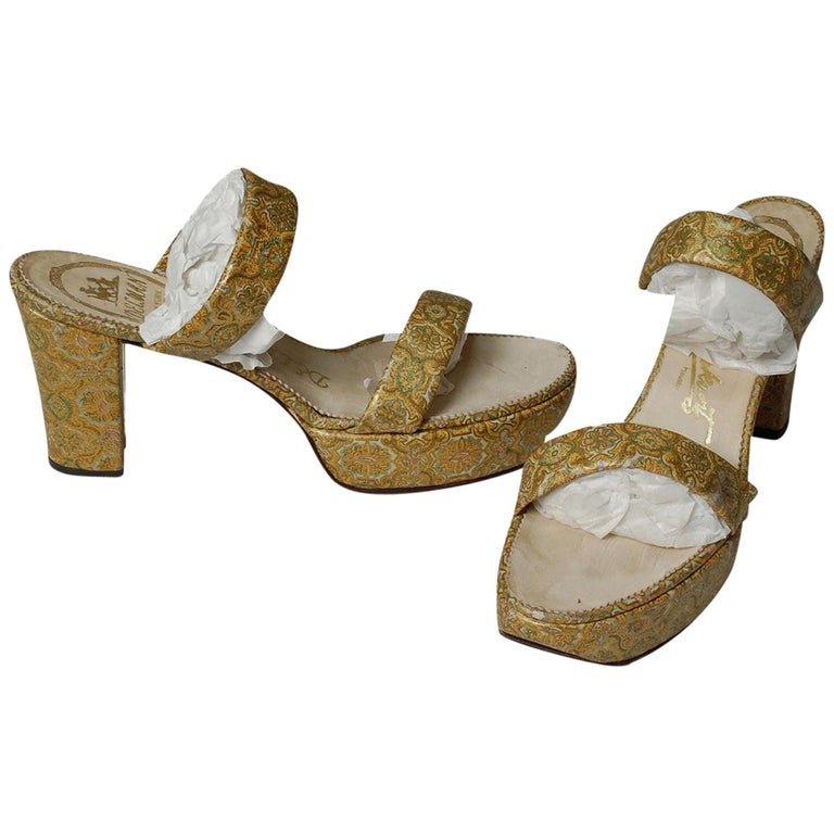 Delman Hand-Painted Gold Paisley Leather Platform Cha Cha Sandals - 6.5, 1940s For Sale