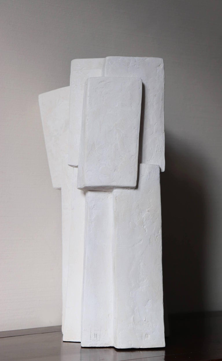Ensemble III (2020), sculpture by French contemporary artist Delphine Brabant.  Resin sculpture, edition of 8 + 4 A.P., 45 cm × 25 cm × 22 cm.  Fascinated with the concept of construction, Delphine Brabant composes her abstract sculptures like an