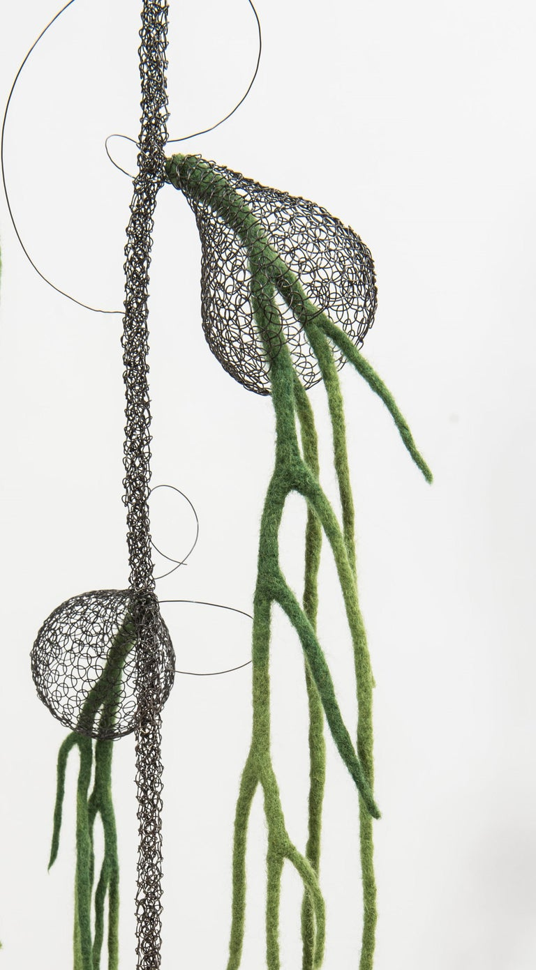«Liane I», Handmade Metal Wire Mesh and Green Wool Pendant Mural Sculpture For Sale 1