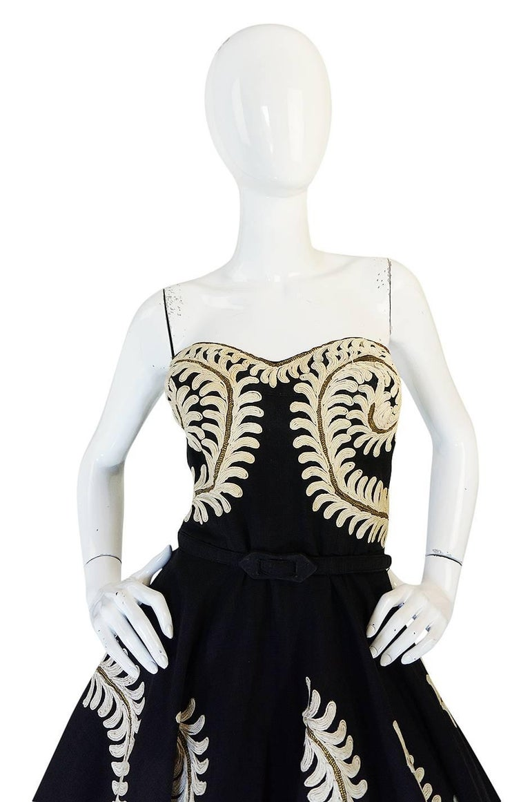 Demi-Couture 1950s Unlabeled Hand Applied Cord Applique Strapless Dress In Good Condition For Sale In Rockwood, ON