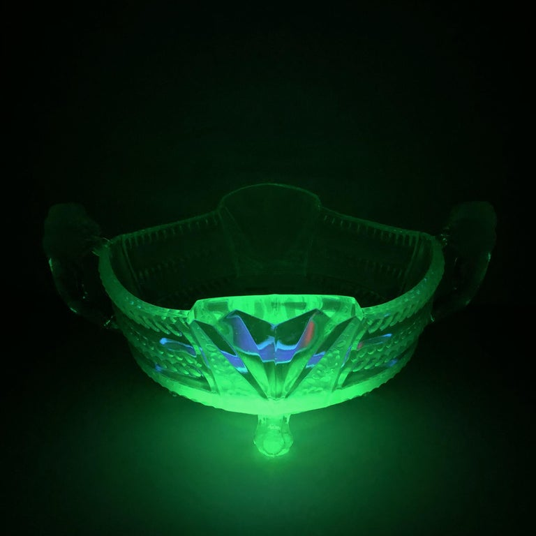 An amazing vaseline glass bowl. Vintage vaseline uranium glass bowl featuring two lion figural handles. A highly decorative piece useful as centre piece or bowl, candy bowl or fruit bowl, German 1910s.