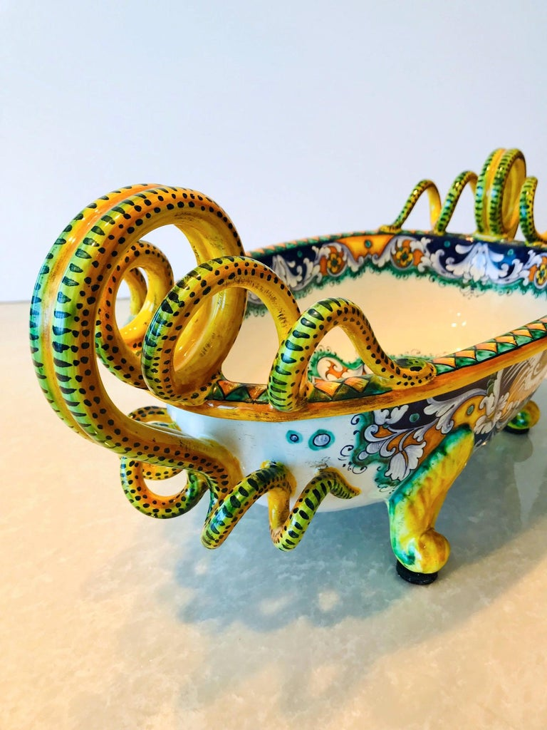Deruta Hand Painted Majolica Centerpiece Bowl with Serpentines, 1980s In Excellent Condition For Sale In Miami, FL