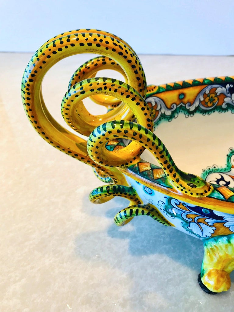 Deruta Hand Painted Majolica Centerpiece Bowl with Serpentines, 1980s For Sale 1
