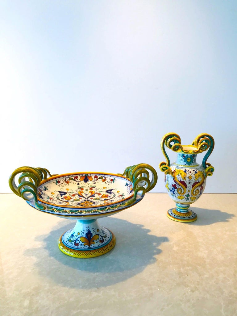Deruta Hand Painted Majolica Ceramic Vase with Serpentines, 1980s For Sale 3