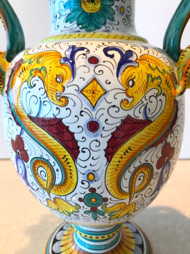 Deruta Hand Painted Majolica Ceramic Vase with Serpentines, 1980s For Sale 1