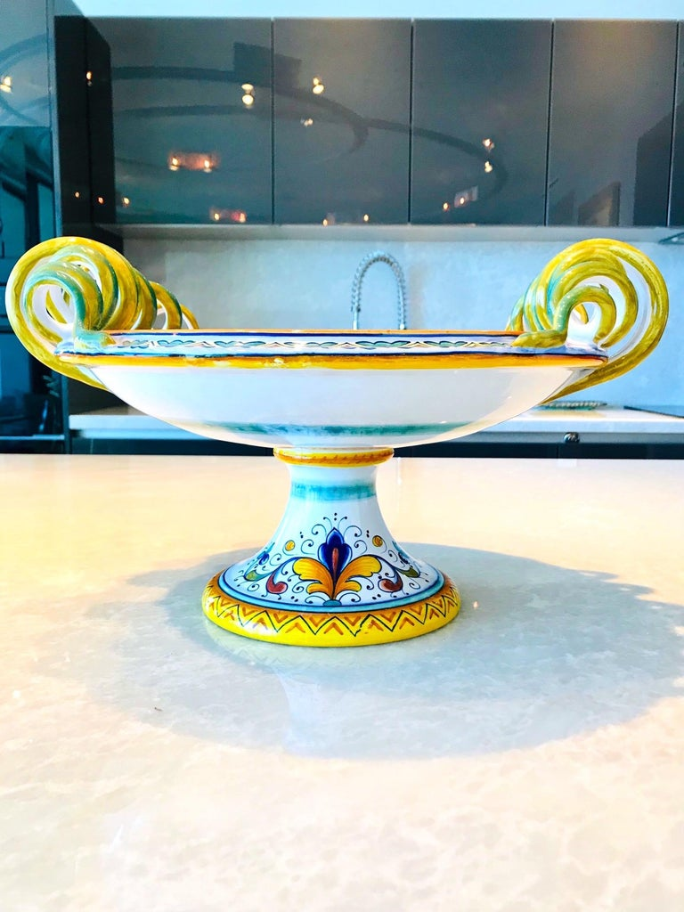 Deruta Hand Painted Majolica Pedestal Bowl with Serpentines, 1980s For Sale 3