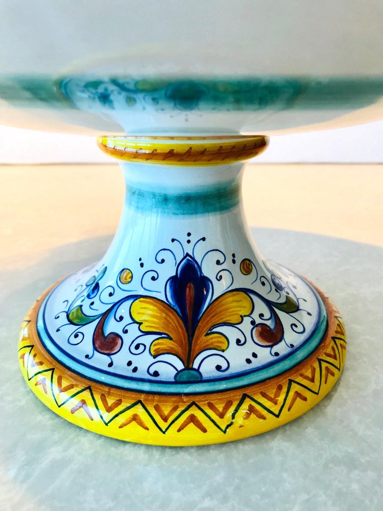 Deruta Hand Painted Majolica Pedestal Bowl with Serpentines, 1980s For Sale 4