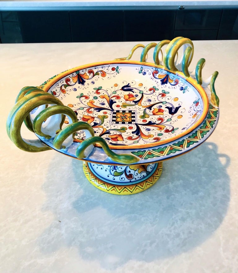 Renaissance Revival Deruta Hand Painted Majolica Pedestal Bowl with Serpentines, 1980s For Sale