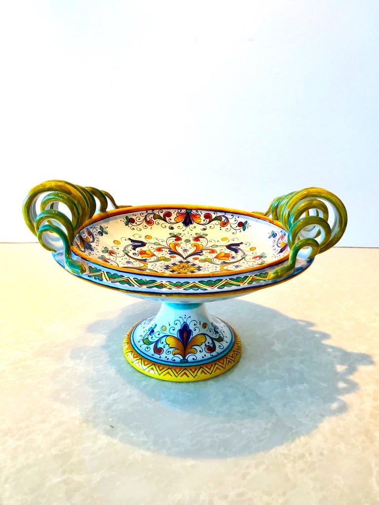 Italian Deruta Hand Painted Majolica Pedestal Bowl with Serpentines, 1980s For Sale