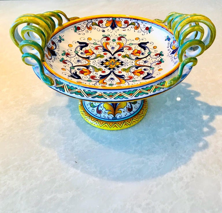 Deruta Hand Painted Majolica Pedestal Bowl with Serpentines, 1980s In Excellent Condition For Sale In Miami, FL