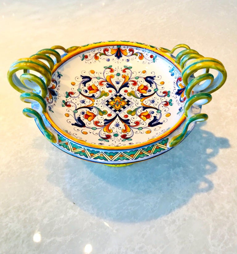 Deruta Hand Painted Majolica Pedestal Bowl with Serpentines, 1980s For Sale 1