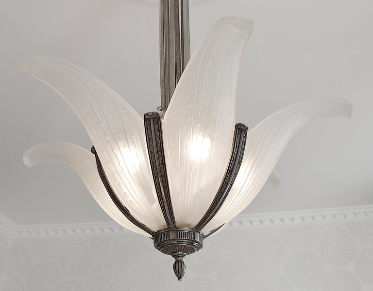 Large French Art Deco chandelier by Hanots (Verlys, Les Andelys), France, 1920s. 6 frosted glass plaques with a stylized pattern Bronze fixture. Same period as Lalique, Sabino, Etling, ... Measures: height 35
