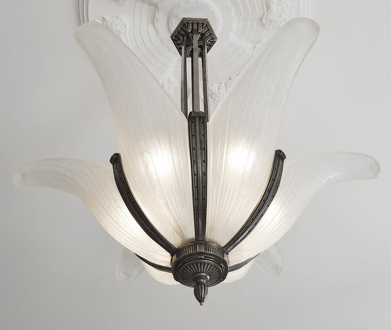 Early 20th Century Des Hanots Large French Art Deco Chandelier, 1920s For Sale
