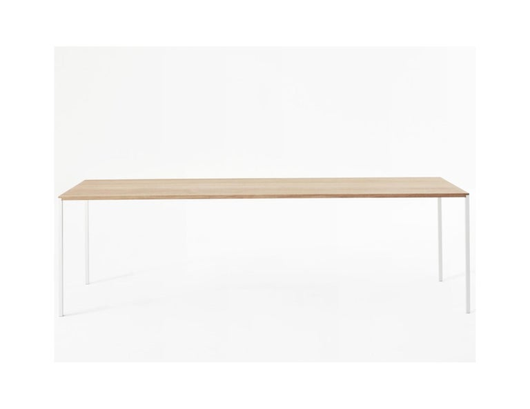 25 Metrica (Bruno Fattorini - Robin Rizzini) · 2011 An archetype table, 25 takes its name from the minimum thickness of the top and leg, precisely 25 mm. The absolute essence of the Avant-Garde, 25 won the 2014 Compasso d'Oro design award for