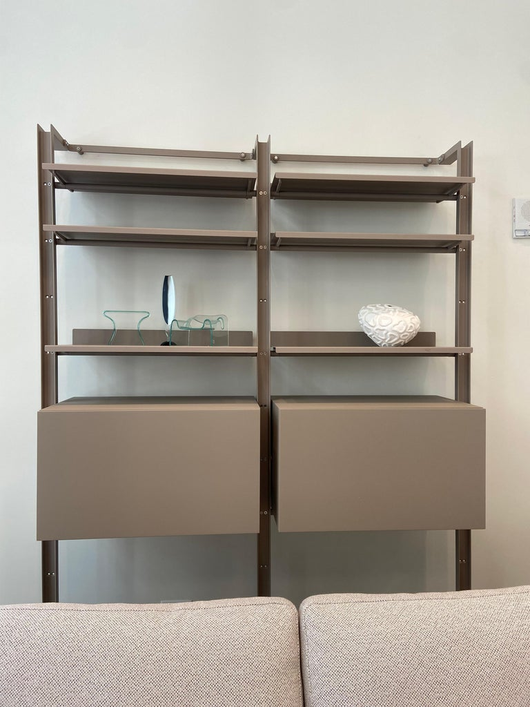 ARMIDA UPRIGHT 228H - B41 tortora ARMIDA WALL FIXING 70 WIDE - B41 tortora ARMIDA SHELF PLATE 70CM - B41 tortora Armida Caronni + Bonanomi · 1997 Geometric purity and simple lines in this bookcase standing on bare, light steel uprights which