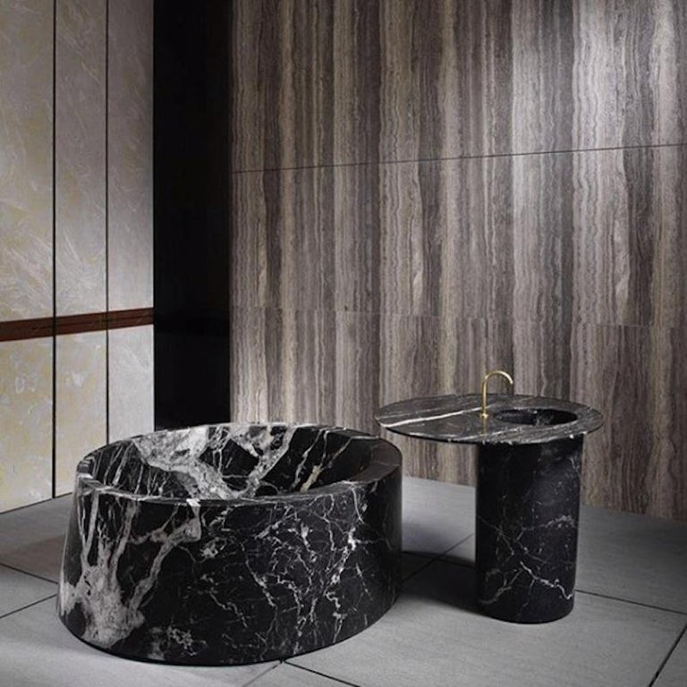 Italian Desco Circle Bathtub Made of Marble Customizable For Sale