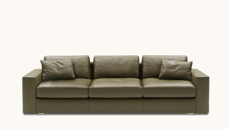 DS-247 is a new sofa system that can not only be adjusted to different positions, but also to your life – with all its facets. Do you want to relax, read or simply do nothing? Have a face-to-face conversation? Do you want to close your eyes for a