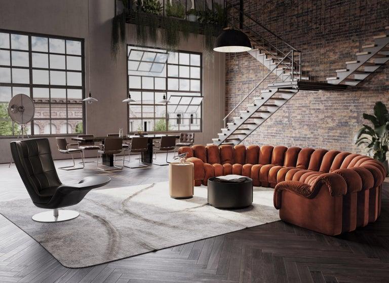 Modern De Sede DS-600 Snake-Shape Modular Sofa in Nougat Leather & Adjustable Elements For Sale