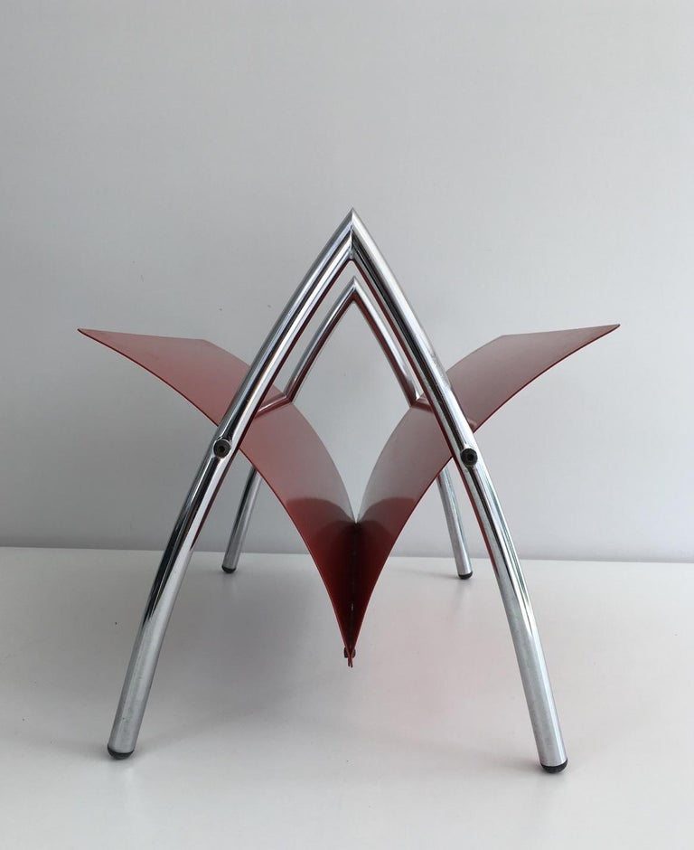 Design Red Lacquered Metal and Chrome Magazine Rack, circa 1970 In Good Condition For Sale In Marcq-en-Baroeul, FR