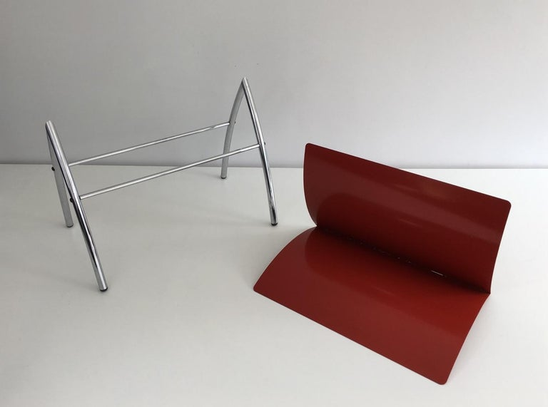 Late 20th Century Design Red Lacquered Metal and Chrome Magazine Rack, circa 1970 For Sale