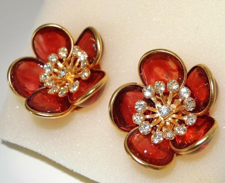 Designer AUGUSTINE Paris by THIERRY GRIPOIX Signed Flower Clip on Earrings In New Condition For Sale In Montreal, QC